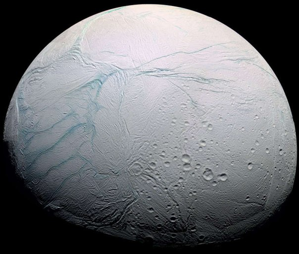 На спутнике Сатурна нашли глобальный теплый океан