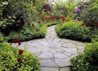Как красиво оформить садовую дорожку