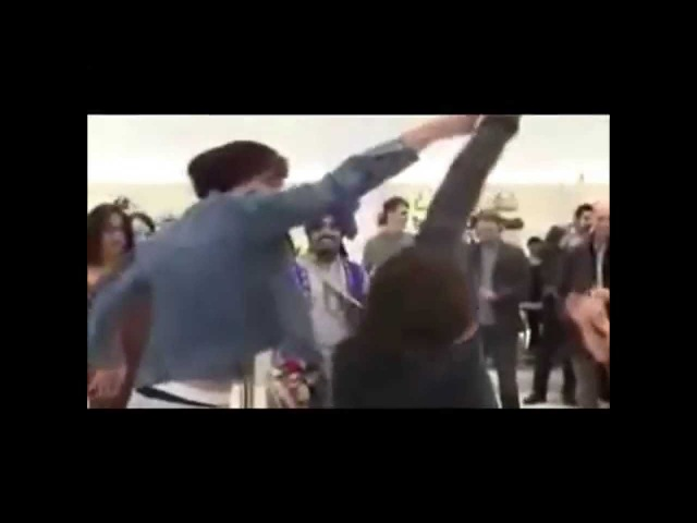 Louis and Harry dancing