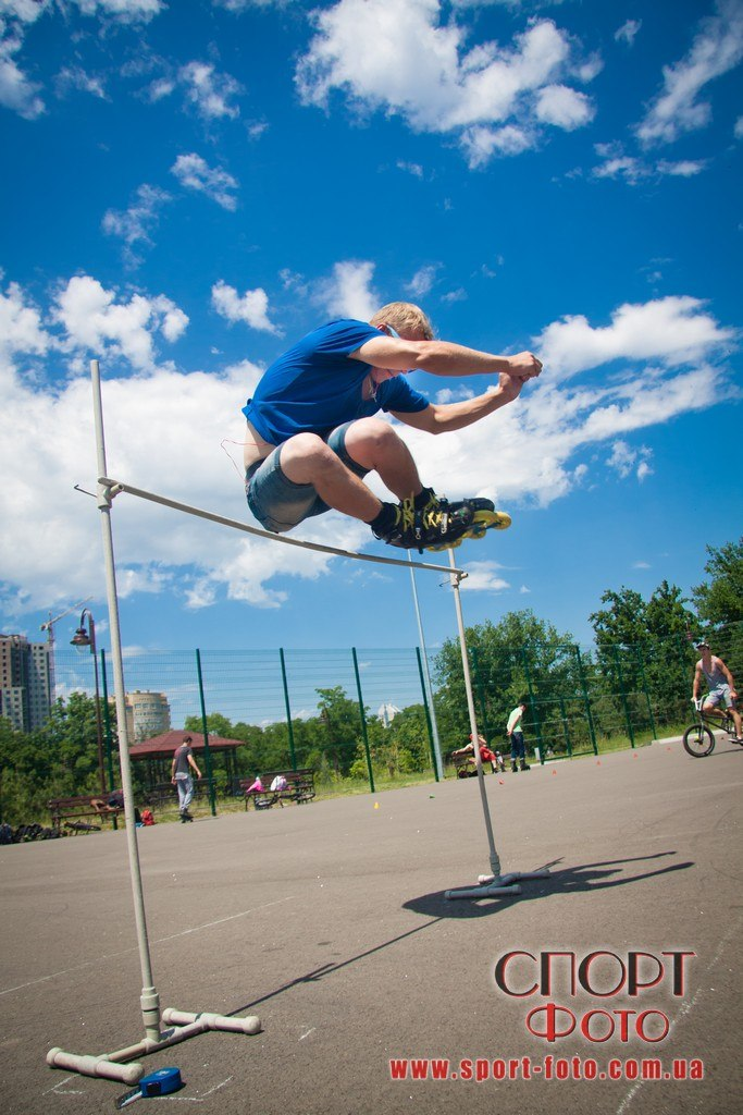 Прыжок в высоту через палнку - Керов Евгений