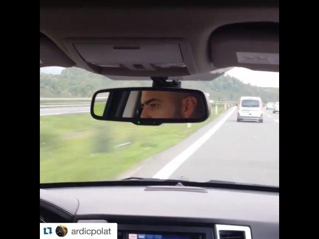 """Toygar Işıklı on Instagram Ardıç çaktırmadan klip çekmiş 😊😊 Haberim yokmuş gibi çek @ardicpolat 😂😂😂😂 @ardicpolat with @repostapp ・・・ @toygarisikli ile yolculuk bir…"""""""