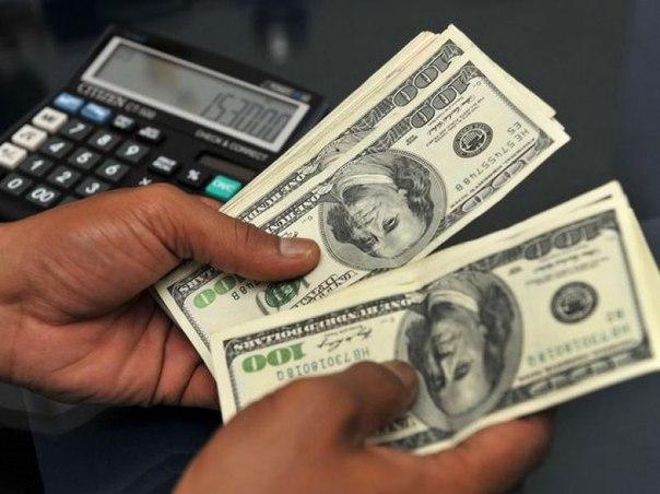 Доллар превысил отметку в 57 рублей впервые с 3 апреля
