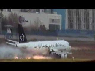 В аэропорту Стамбула лайнер, у которого загорелся двигатель, совершил экстренную посадку - Первый канал
