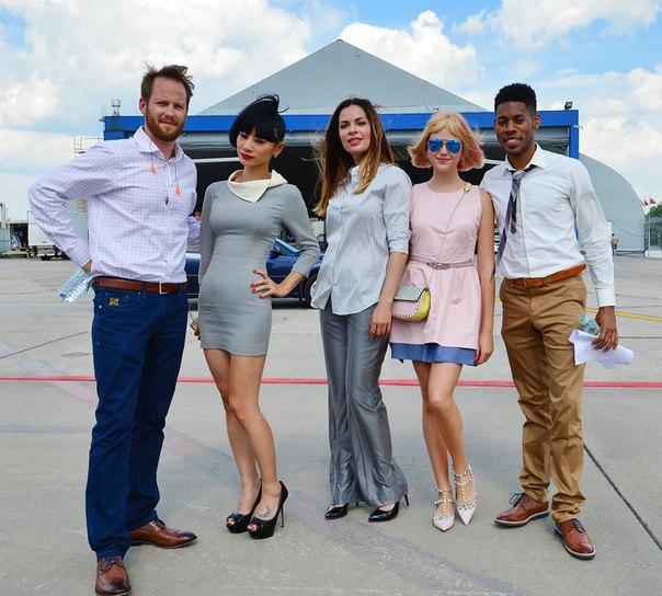 Кинокомпания Царь Пикчерз продолжает съемки фильма «Максимальный Удар»  с участием голливудских актеров Келли Ху, Тома Арнольда, Эрика Робертса, Бай Лин, и Дэнни Трехо.