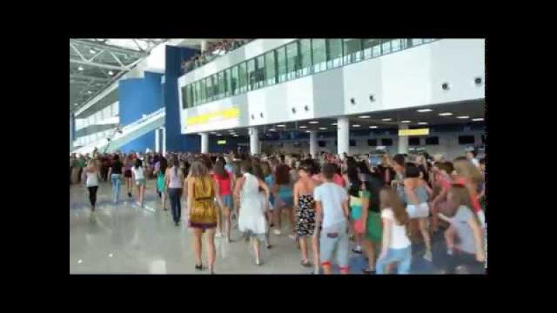 Флэшмоб в аэропорту Владивостока