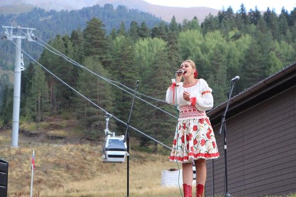 В поселке Романтик курорта «Архыз» прошли праздничные мероприятия, приуроченные ко Дню единения народов Карачаево-Черкесии