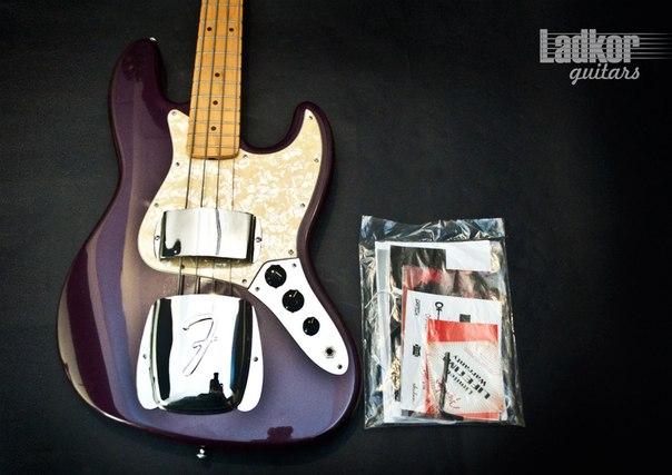 Продам оригинальный fender american jazz bass 1974 года выпуска