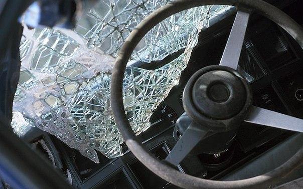 В Зеленчукском районе «десятка» столкнулась с бетонным отбойником
