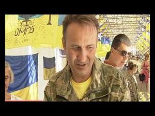На Софіївській площі в столиці відкрили виставку бойових стягів із зони АТО