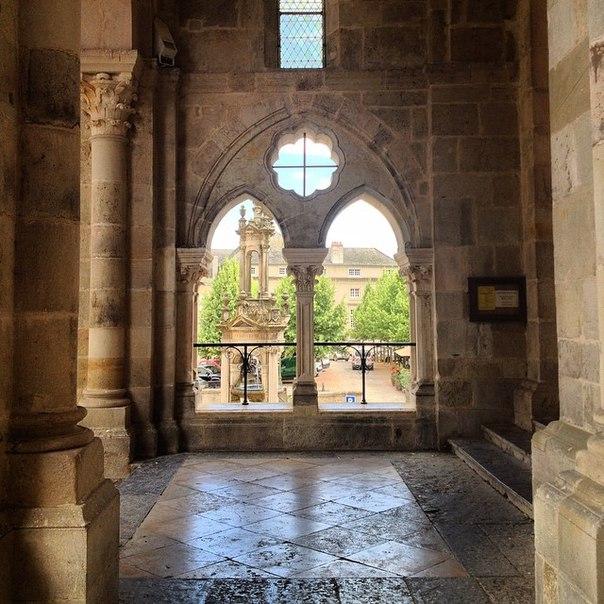 Cathédrale Saint-Lazare d'Autun Кафедральный собор Сен-Лазар