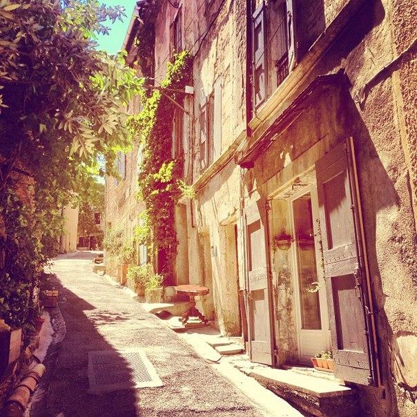 Бонньё (Bonnieux), Прованс, Франция - достопримечательности,