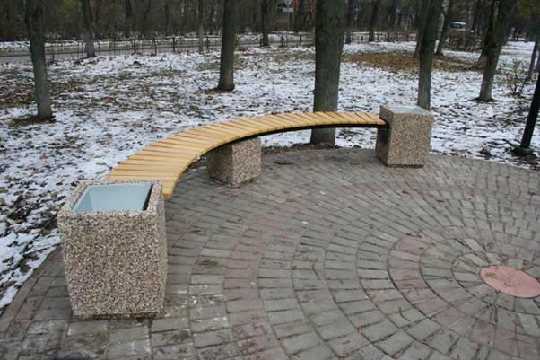 Установка скамеек и урн на придомовых территориях