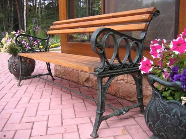 Установка скамеек на придомовых территориях