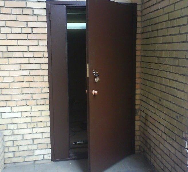 Монтаж алюминиевых дверей в подъездах