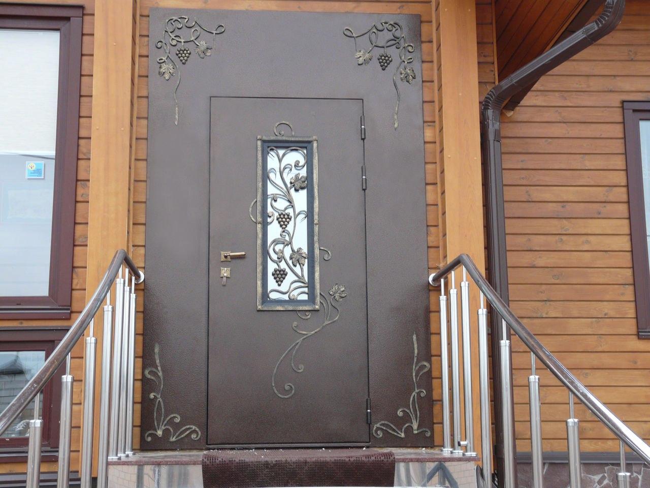 Установка алюминиевых дверей в подъездах