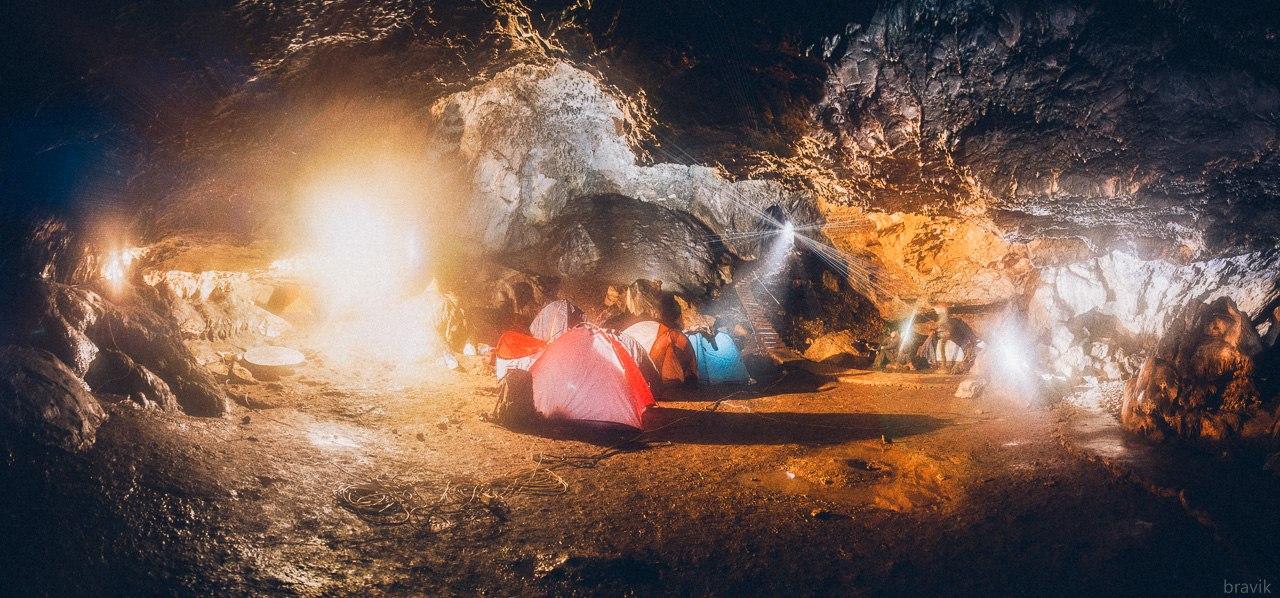 Первый зал пещеры Мокрушинская, Приморский край