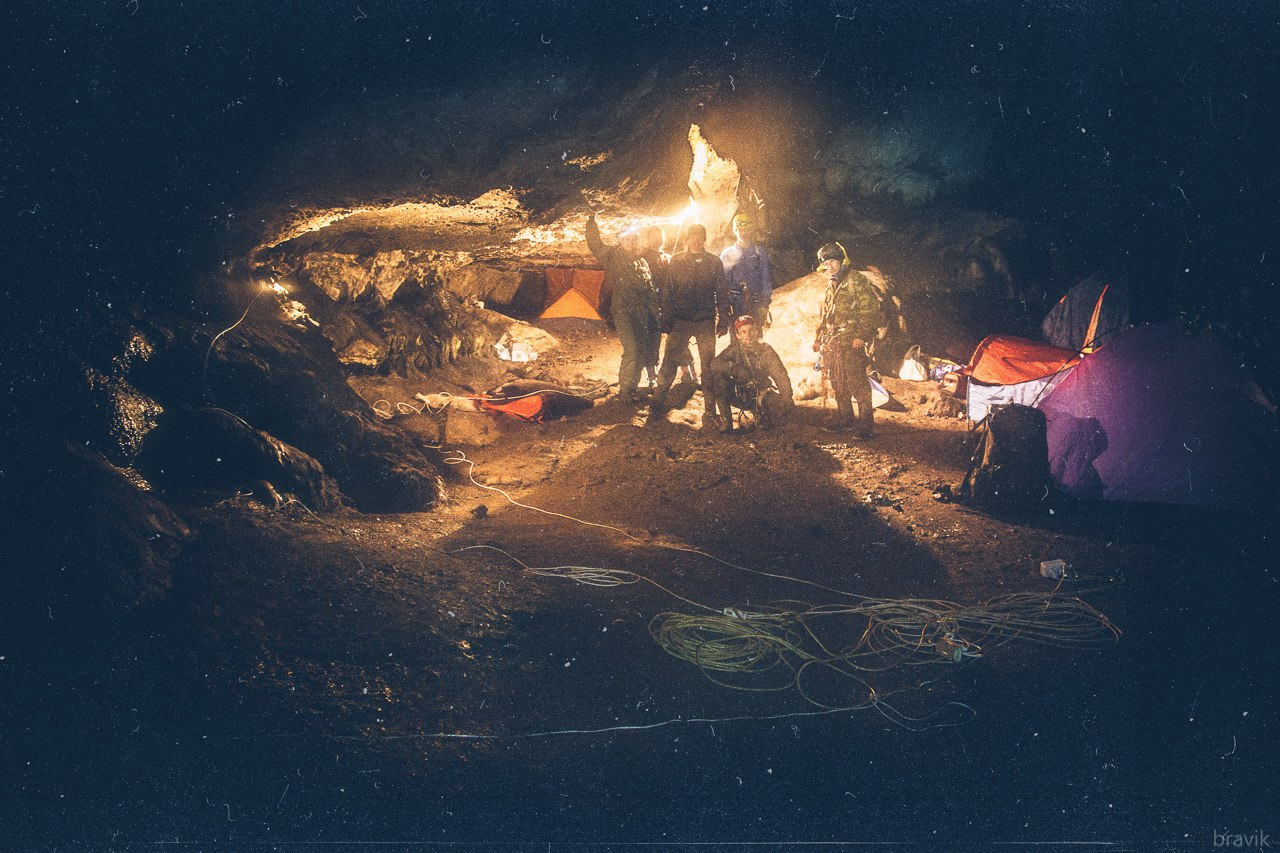 Первый зал Мокрушенской пещеры. Базовый лагерь