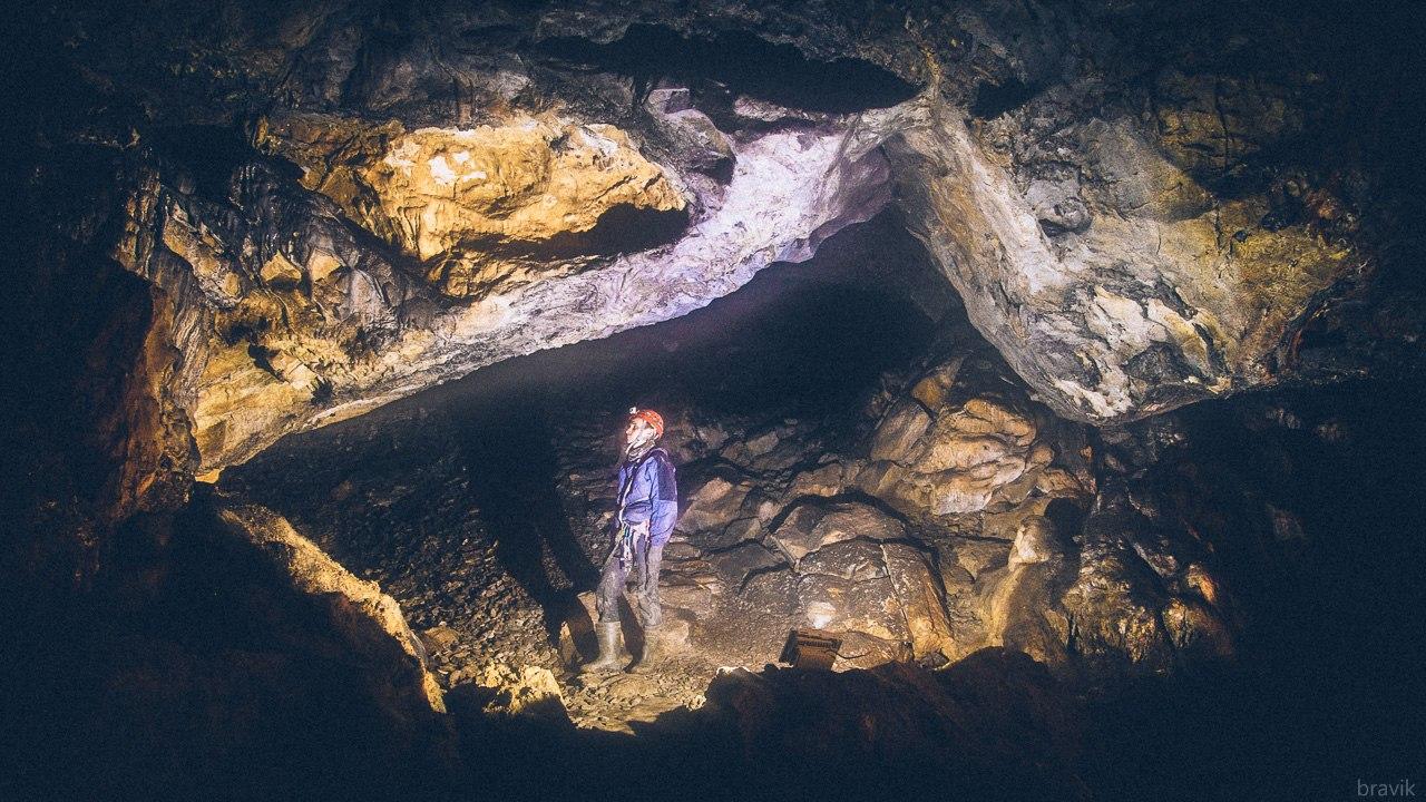 Первый зал Мокрушинской пещеры. Базовый лагерь