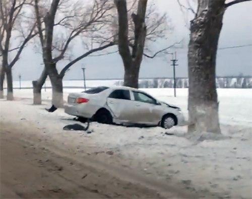 Сегодня на трассе «Ростов-Таганрог» произошло серьезное тройное ДТП, есть пострадавшие. ВИДЕО