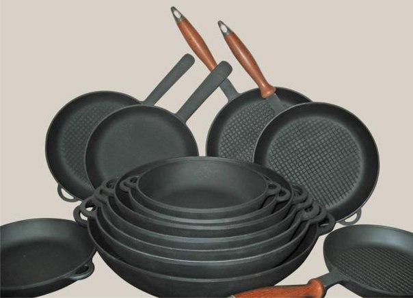 Чистим сковородки и противни. #сковорода #кулинария #советы #кухня #чистота #рецепты Предлагаю вашему вниманию хороший способ очистить противни или сковородки от нагара. Соединяем: - 1/2 чашки соды - 1 чайная ложка жидкости для мытья посуды - 2 столовые ложки перекиси водорода Смешиваем до тех пор, пока не станет похоже на взбитые сливки (при необходимости доливаем еще перекиси), наносим на грязную поверхность и оставляем минут на 10. После этого берем жесткую губку, хорошенько трем и смываем…