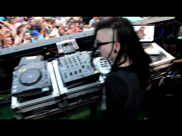 Skrillex - Hold On Let Me Clear My Throat - Wavehouse, San Diego, CA - (2011)