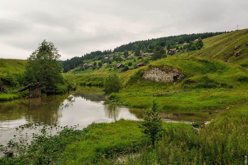 Остатки плотины Кыновского чугунолитейного завода Строгановых