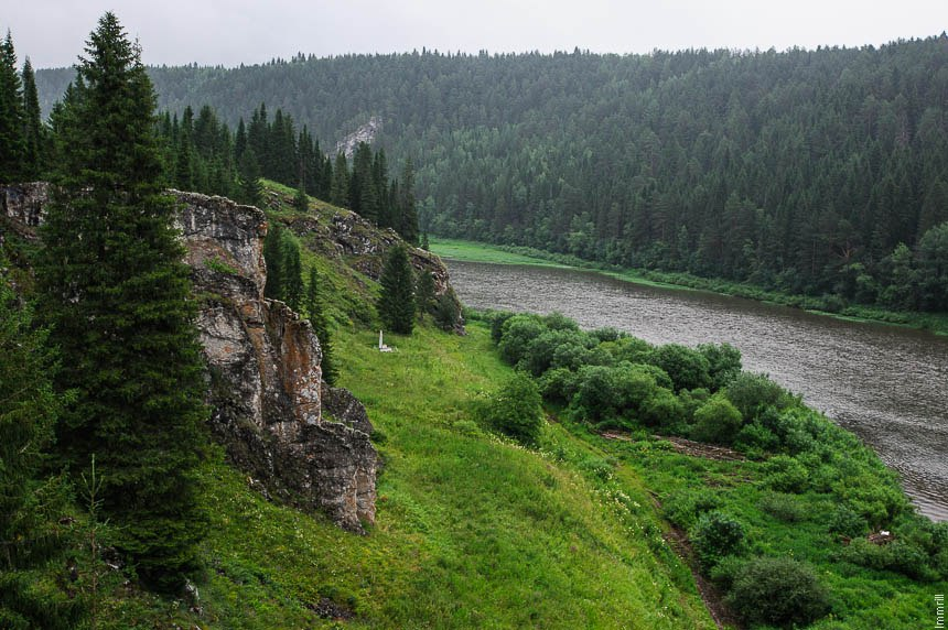 Вид с камня Гребешок на реку Чусовую