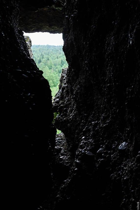 Пещерка в конгломератах