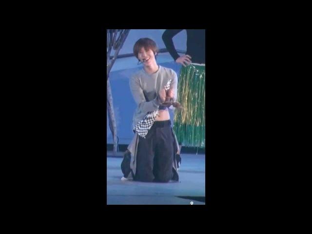 Taemin laughing at Minho's rip pants while singing Always Love