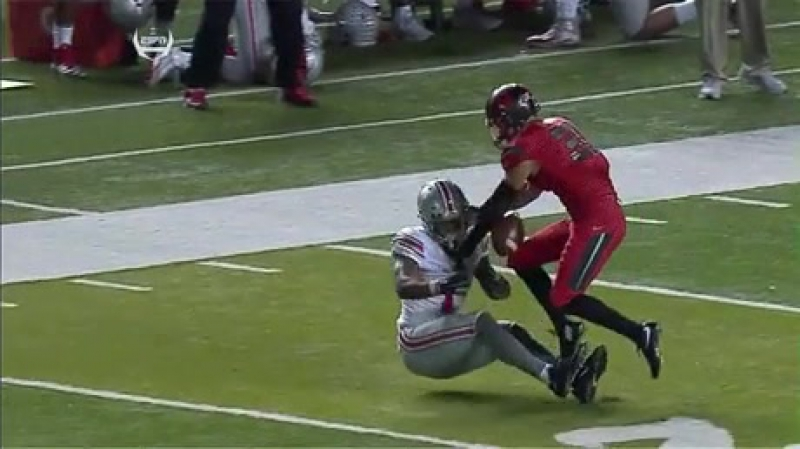 This catch looks pretty straightforward until you see the replay.