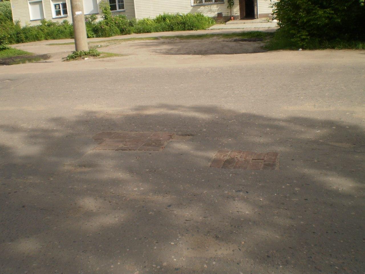 "улица Красной Армии, ""кирпичная"" дорога"