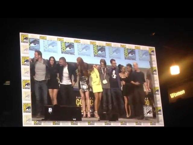 X-Men, Fantastic Four and Deadpool Casts Assemble For Largest Superhero Selfie at Comic-Con