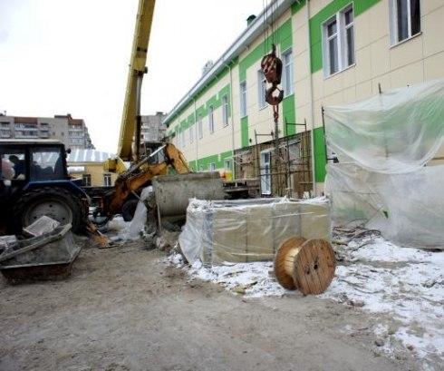 В Таганроге средства на капремонт родильного дома освоены почти наполовину