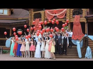 Супер-красиво и очень символично. Выпускники с алыми шарами.