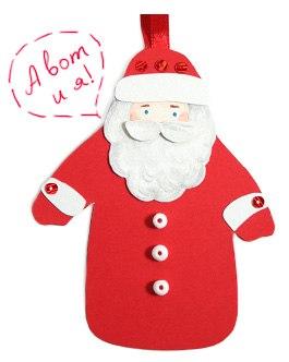 Дед Мороз. Из картона вырезаем фигурку Деда Мороза, обклеиваем ее с двух сторон красной бумагой, под одну из сторон вклеиваем петельку из ленты.  Отдельно вырезаем лицо и бороду, раскрашиваем, наклеиваем. Отвороты шапки и рукавов, усы вырезаем отдельно и приклеиваем на толстый двухсторонний скотч. Наклеиваем пайетки на шапку и рукава, и бусинки на шубу.