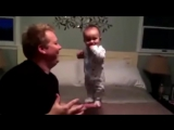 Когда папа с ребенком остался один)))