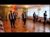 Папы с дочками танцуют.  Танец на выпускном в детском саду.