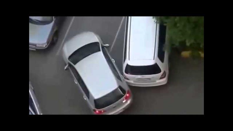 Бабы за рулем Две тупые блондинки встретились во дворе