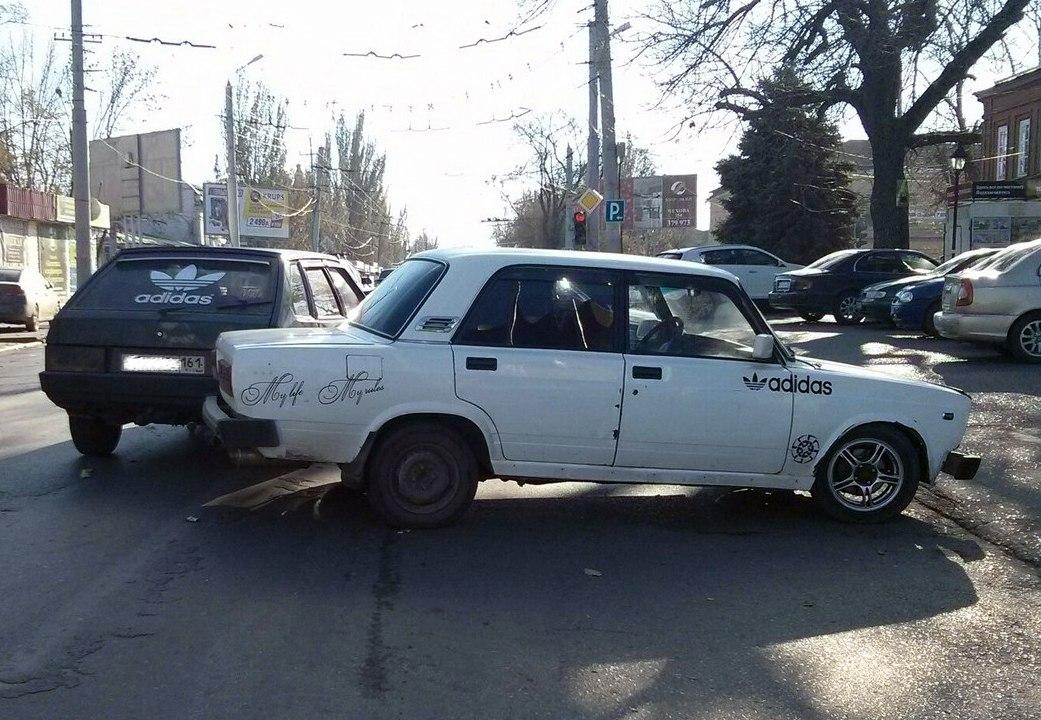 В центре Таганрога столкнулись два «Adidas'а»