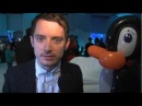 Elijah Wood shows us how to do the twist at the Happy Feet 2 premiere