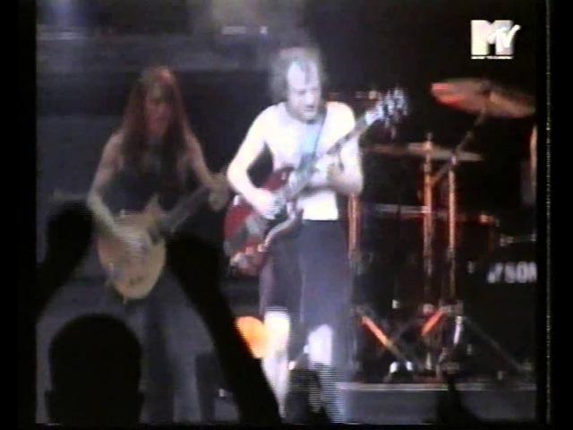 AC DC TV report Oslo Ballbreaker Tour