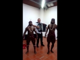 Негры танцуют сербское народное коло Моравац xD