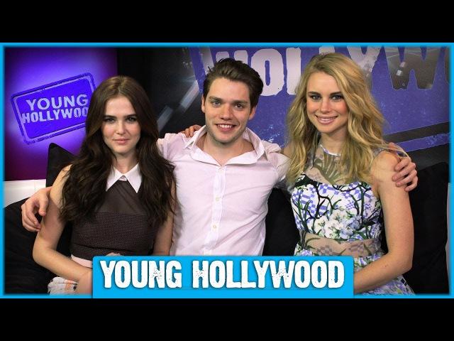 Зои Дойч, Доминик Шервуд, и Люси Фрай в студии «Young Hollywood», чтобы рассказать о своих сверхъестественных способностях в фильме «Академия Вампиров»