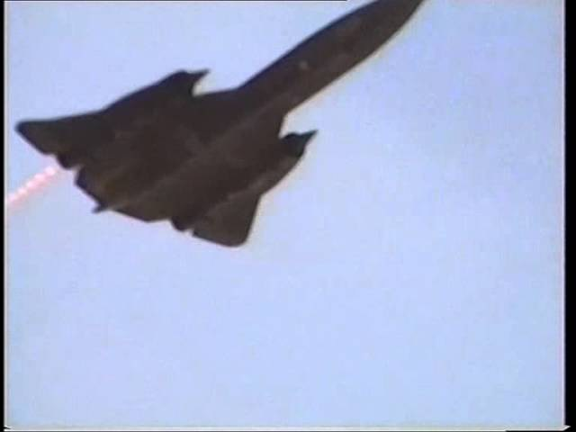 SR-71A Blackbird lowpass with afterburners ! wow what a brutal sound