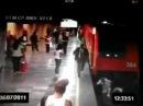 Лизбиянки сходят сума | Mujer se arroja con rival amante a las vias del metro