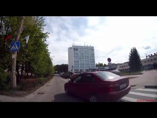 Выезд с кругового пл. Ленина - нарушитель и вежливость - Снежинск 25 мая 2015