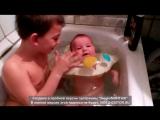 Мальчишки купаются