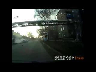 Авария с мотоциклистом в Кемеровской области 21 04 2015  группа: http://vk.com/avtooko сайт: http://avtoregik.ru Предупрежден зн