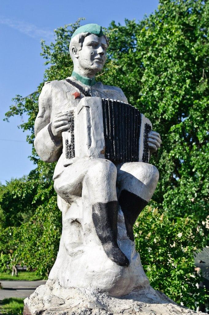 Сатка. Памятник Василию Тёркину