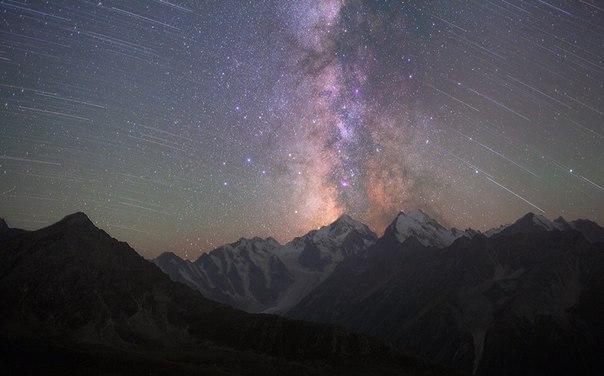 Вершина Коштантау, Кавказские горы. Фотограф: Павел Смилык. Спокойной ночи!
